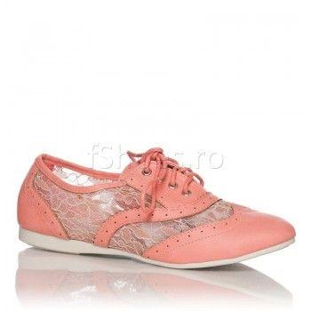 Pantofi Lana - Roz - 48 Lei  Tenesii Lana roz sunt o pereche de pantofi sport delicati si pretiosi, dedicati firilor gingase si romantice. Modelul cu danteluta transforma ideea de incaltaminte sport intr-o piesa vestimentara boema. Tenesii Lana roz sunt speciali creati pentru zilele de vara, oferind piciorului confort si aerisire.