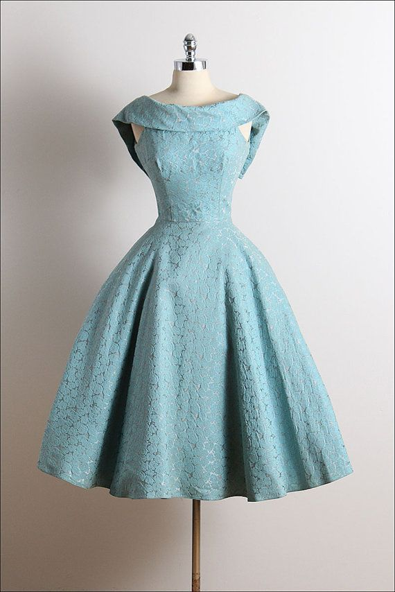 ➳ vintage 1950s dress * blue cotton faille * muslin lining * embossed rose print * dramatic folded collar * metal back zipper * full skirt condition | excellent fits like xs/s length 41 bodice length 10 bust 36 waist 26 ➳ shop