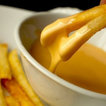 Cheese sauce recipe - 8oz shredded cheese, 1tbsp corn starch, 1 (12 oz) can evaporated milk, 2tsp hot sauce