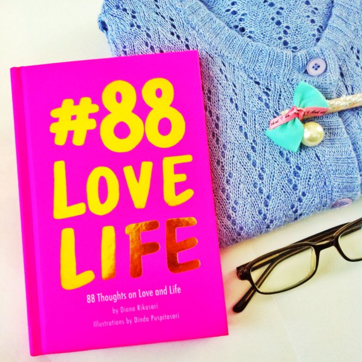 #88LOVELIFE is an illustrated book about the author's daily thoughts on her personal love and life experience. Written by Diana Rikasari. Illustration by Dinda Puspitasari.