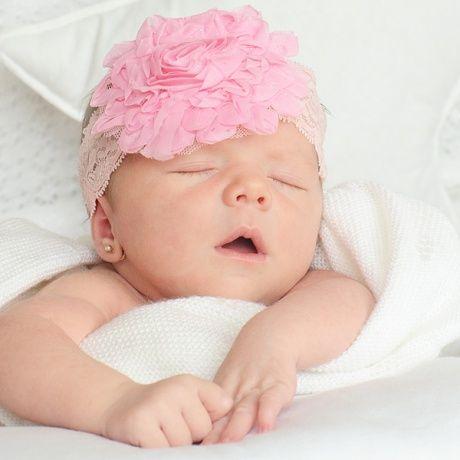 Cinta elastica con flor de tul para bebé