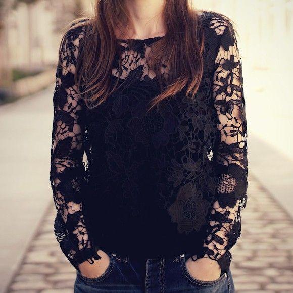 T-shirt en dentelle noir à manches longues : le nouvel indispensable mode >> http://www.taaora.fr/blog/post/top-noir-manches-longues-entierement-en-dentelle #musthave #mode #dentelle