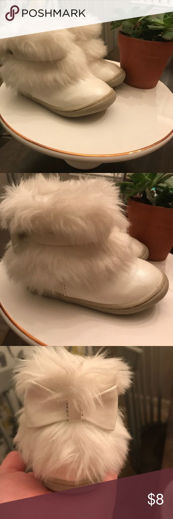 Toddler girl boots Good condition. White faux fur baby boots. Size 3. OshKosh Osh Kosh Shoes Baby & Walker