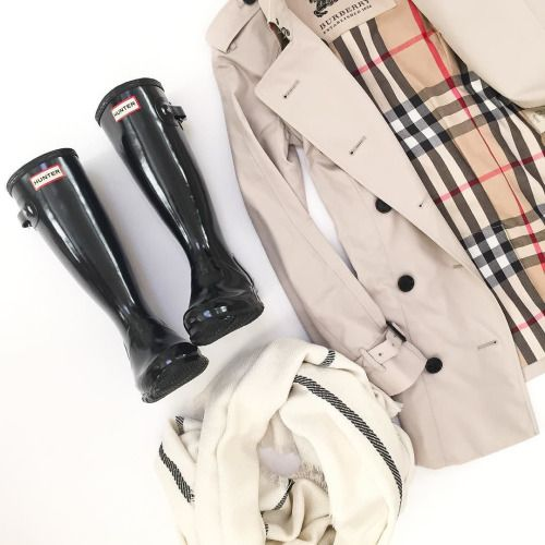 stylishblogger: Classic Fall items: Burberry trench coat, Hunter boots and scarf | Have you entered to win TWO pairs of Hunter boots (one for you and one for a friend) - click the link in my profile for details! #giveaway #burberry www.liketk.it/1Nhqs by @stylishpetite