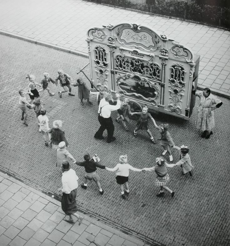 Street organ with dancing children. Amsterdam, 1950s  photo by Henk Jonker
