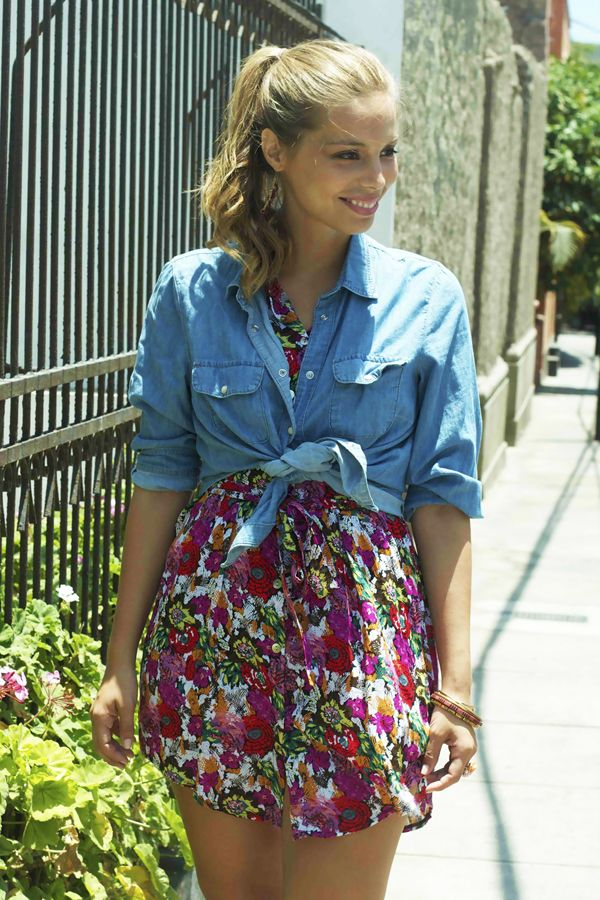 #Outfit #Denim #Floral #Flowers #Trend http://fashionbloggers.pe/diana-ibarra/outfit-post-denim-flores