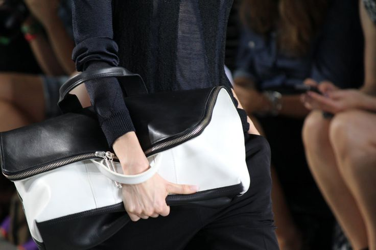 HAND HELD - Mode Sportif shows you how to master the off-duty look with Building Block. #BUILDINGBLOCK #TOTE #LEATHERBAG #MODESPORTIF #SPORTIF #SPORTSLUXE #ATHLEISURE #LEISUREWEAR