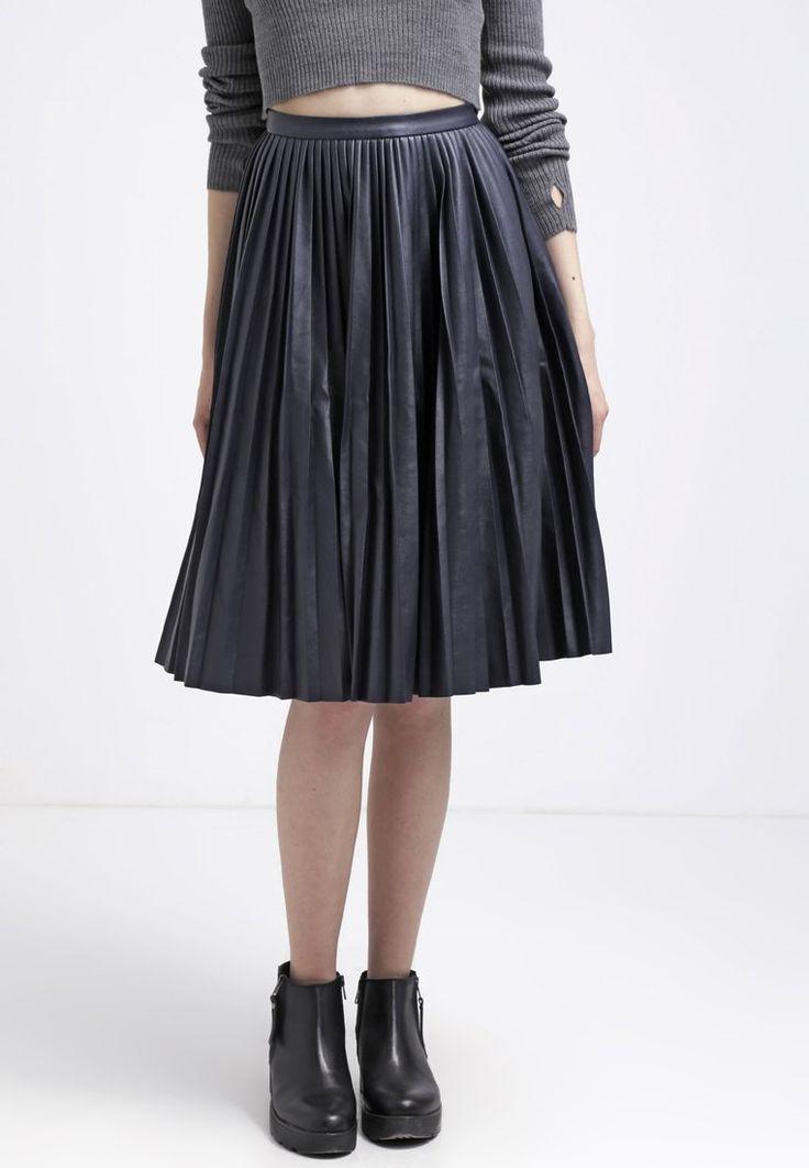 17 best images about jupes pliss es on pinterest blazers. Black Bedroom Furniture Sets. Home Design Ideas