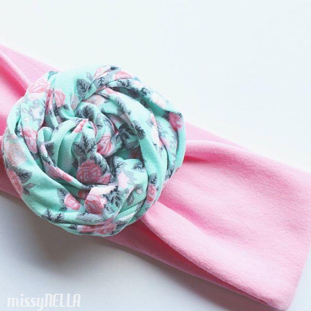 """Idealny dodatek do wiosennej """"stylówki""""...  A może wolisz inną wersję kolorystyczną? #wiosna #spring #instadziecko #instababy #opaska #headband #missynella #handmade"""