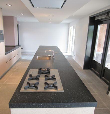 25 beste idee n over granieten keuken op pinterest donkere houten keukens donkere houten - Granieten werkblad keuken ...