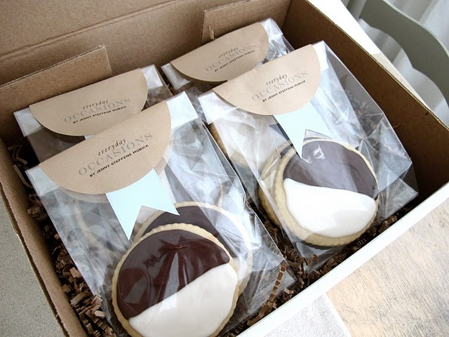 Packaging cookies for the mail