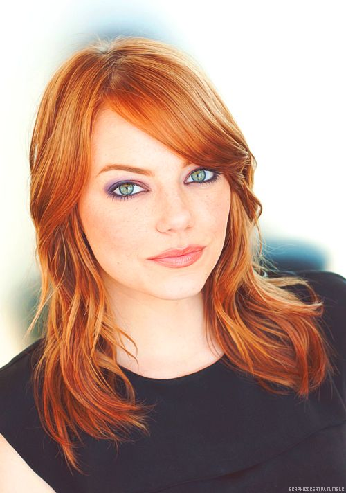 love how the purple brings out the green eyes and red hair! I just love Emma stone such a great actress