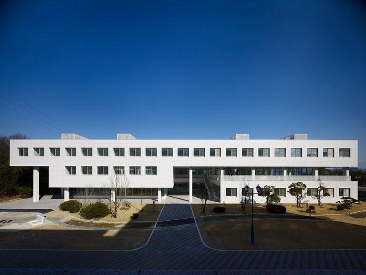 Setsunan University Hirakata / Ishimoto Architectural