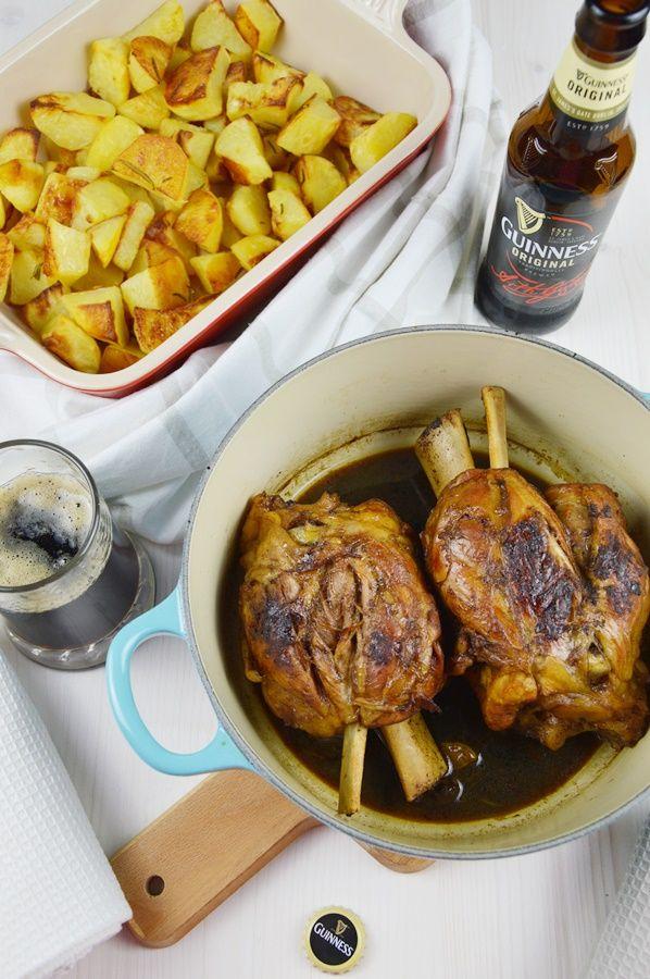 Stinco di maiale alla Guinness con patate arrosto