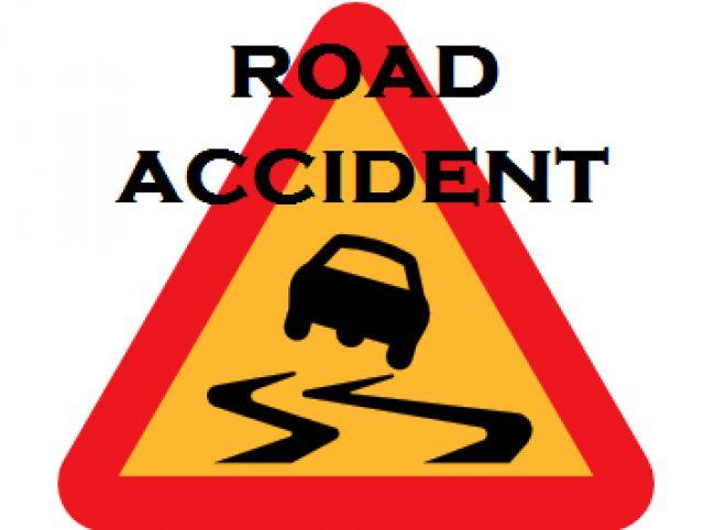 तेलंगाना के मेदक जिले में रविवार देर रात एक कार, एक ट्रक से टकरा जाने से कार में सवार तीन लोगों की