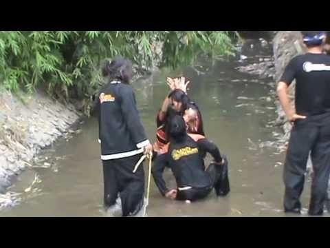 Kesurupan di Sungai