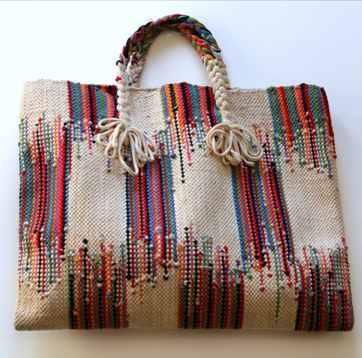 beautiful...no pattern/great looking purse with interesting handle idea