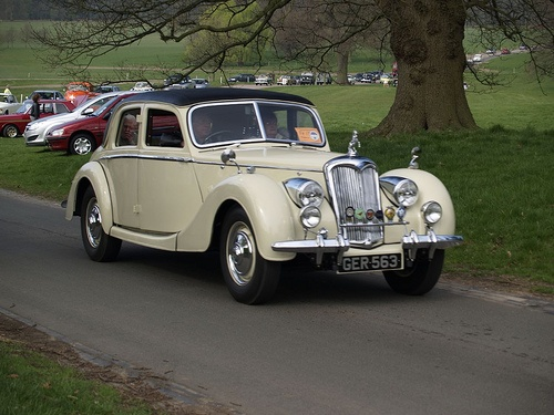 Riley 2.5 Saloon Classic Cars -…  Like, repin, share, Thanks!