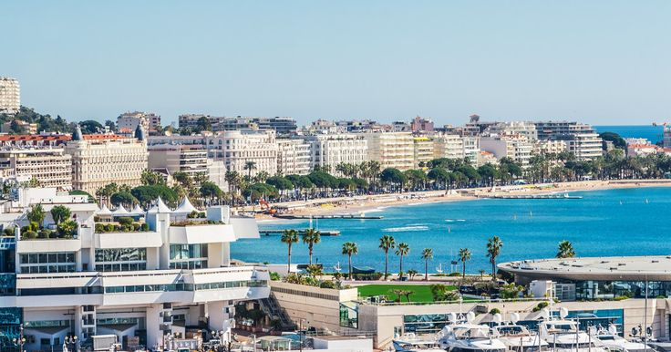 Explorar la Costa Azul en vehículo con aire acondicionado en una excursión de día completo de Cannes, Gourdon y Grasse. Obtener impresionantes vistas del paisaje en las unidades panorámicas. Haga un recorrido por la fábrica de perfume Galimard en Grasse,…