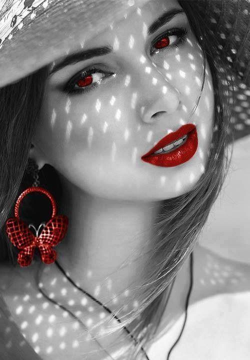 """"""" Le donne si innamorano di ciò che ascoltano e gli uomini di ciò che vedono. E' per questo che gli uomini mentono e le donne si truccano! ♥ """""""