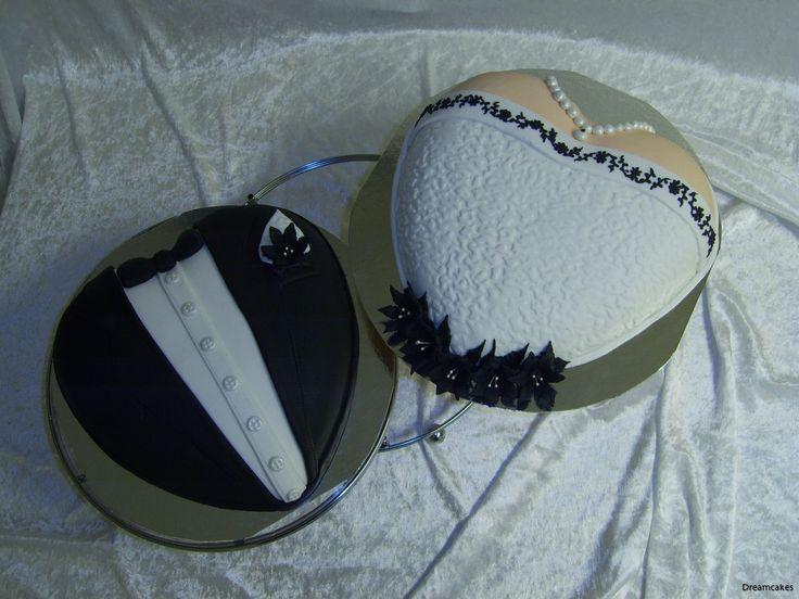 Från brudens klänning i skinn med svart dekor, tog vi inspiration och skapade en weddingcake och en grooms cake.