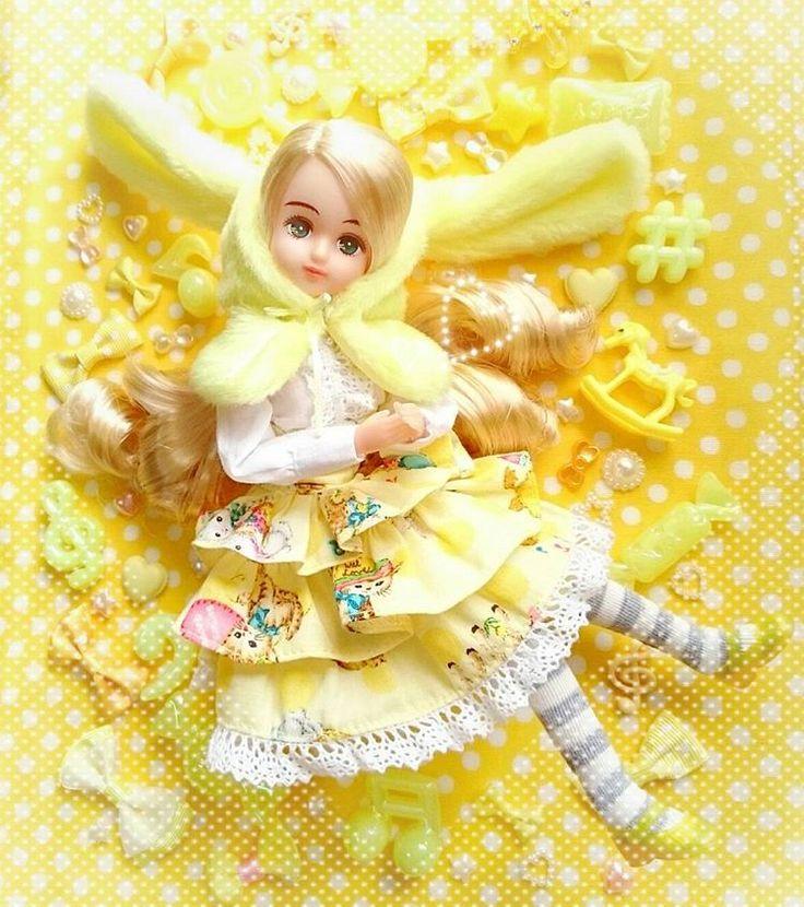 バレンタインドレス  *   イエローはパレットFちゃん  (やっぱ脱ぎかけ)  *  きらちゃんと対にしたかったけど難しい…    #リカちゃんフレンド #パレットF  #リカちゃん #licca #liccadoll #doll #liccacastle #リカちゃんキャッスル #ゆめかわいい ?