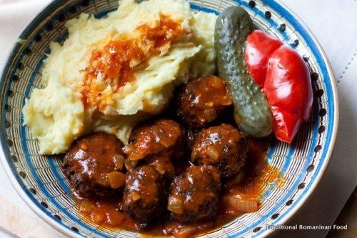 Chiftelute marinate cu piure -Romanian food <3