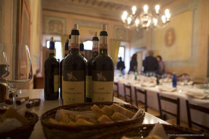 """Das berühmte Castello di Ama blickt auf eine lange Weintradition zurück. Mit den Traubensorten Sangiovese, Malvasia Nera, Merlot hat es der 2010 Chianti Classico """" San Lorenzo"""" als ein exzellenter Wein unter die Top 10 auf der Liste des bekannten Wine Spectator 2014 geschafft."""