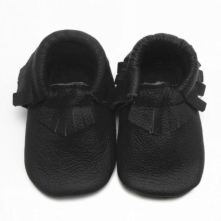 Babyslofjes | Slofjes Leer Zwart | Sayoyo | Maat 19 tm 23 | €23.95 | Franjes | #moccasins #babymoccasins #babyslofjes #lerenslofjes #babyschoentjes