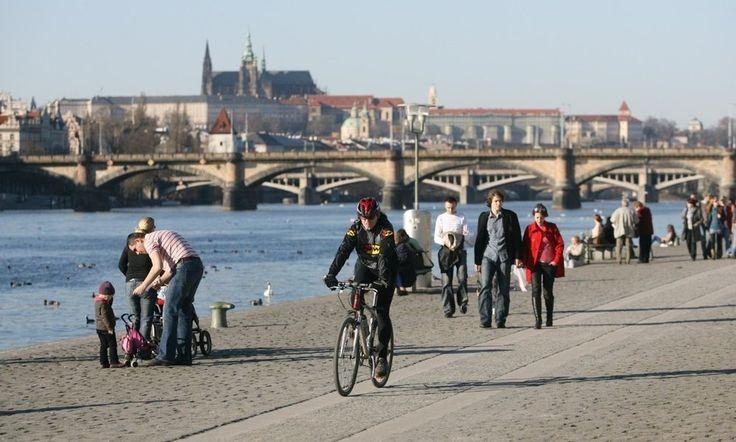 Visitare #PRAGA IN #BICI, ecco gli itinerari PRAGA è una delle capitali più suggestive d'Europa. Non solo è da visitare ma soprattutto da scoprire. E perché non farlo con la bicicletta? #TURISMO #VIAGGO
