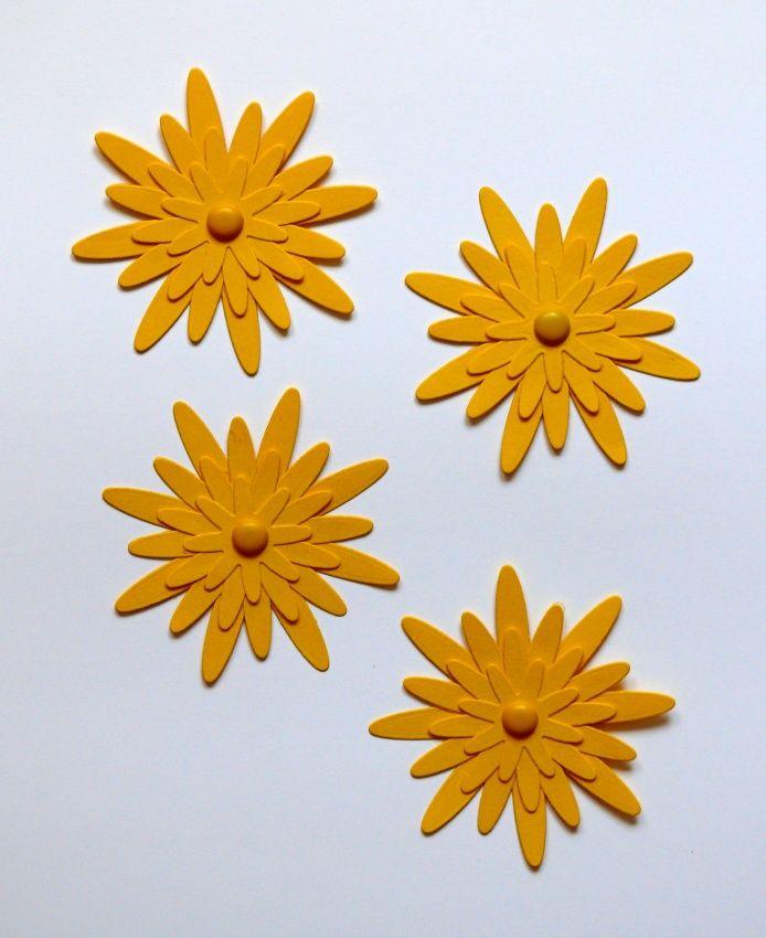 Květinka+žlutá+8,5+cm+Žlutá+kytička+z+pevného+kartonu+velikost+8,5+cm+ozdobená+dekorativním+hřebíčekm+vhodná+k+dekoraci+např.+přáníček,+krabiček,+pozvánek,+jmenovek,+taštiček.+Pomocí+oboustranné+lepicí+pásky+lze+nalepit+na+zeď,+na+skříňku,+na+okno.+Lze+vyrobit+i+v+jiné+barvě.+Z+květinek+lze+také+pomocí+tavné+pistole+a+špejle+vyrobit+zápich+do+květníku.+...