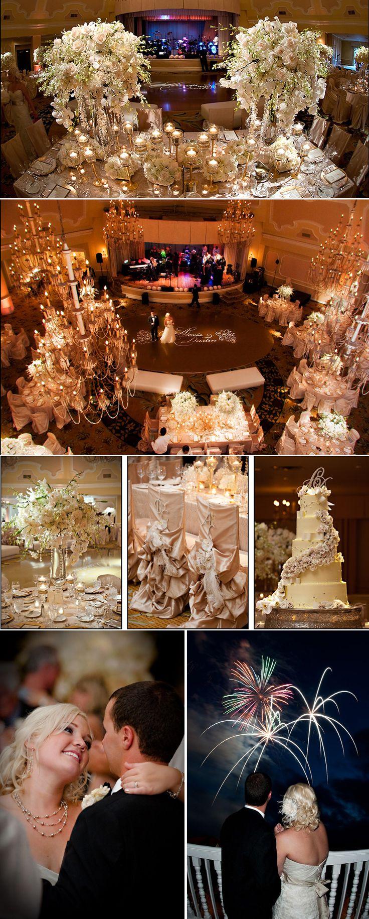 Me encantaria los fuegos artificiales en la boda y ame el arreglo de las sillas