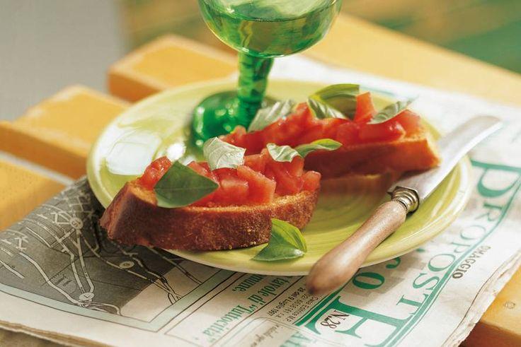 Bruschetta met tomaat en basilicum - Recept - Allerhande