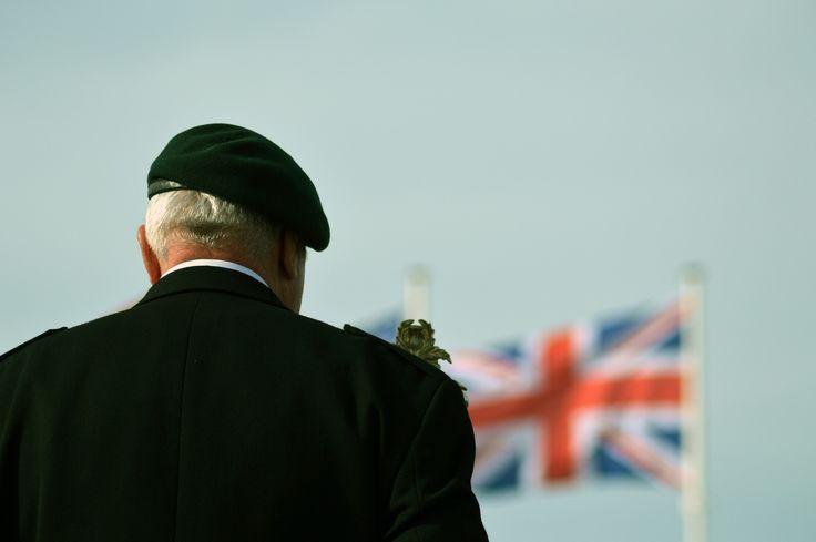 Wojskowość stanowi ważną część amerykańskiego społeczeństwa. Osoby poświęcające swoje życie dla armii Stanów Zjednoczonych są narodowymi bohaterami, stawianymi za wzór do postępowania. Ich służba i oddanie dla kraju nie przechodzi niezauważone. Obdarzani są licznymi honorami zarówno za życia jak i po śmierci. W celu uczczenia ich oddania w kulturze kraju zakorzeniły się dwa święta. Pierwsze