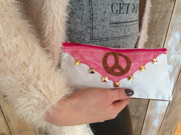 DIY pakket peace & pink make-up bag. Te vinden in onze online Shop www.femzshop.nl