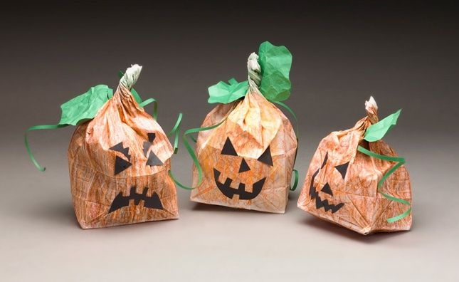 This Halloween pumpkin patch is in the bag for kids! It's a quick, easy craft for holiday fun.
