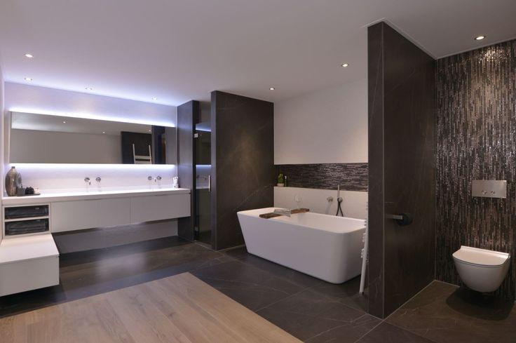 Een prachtige en moderne badkamer, voorzien van de laatste trends! #badkamer #bathroom #bathroomdesign #modern