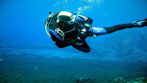 Sub albanese si immerge in acqua per scappare dal matrimonio - http://www.lavika.it/2013/08/sub-albanese-si-immerge-in-acqua-per-scappare-dal-matrimonio/