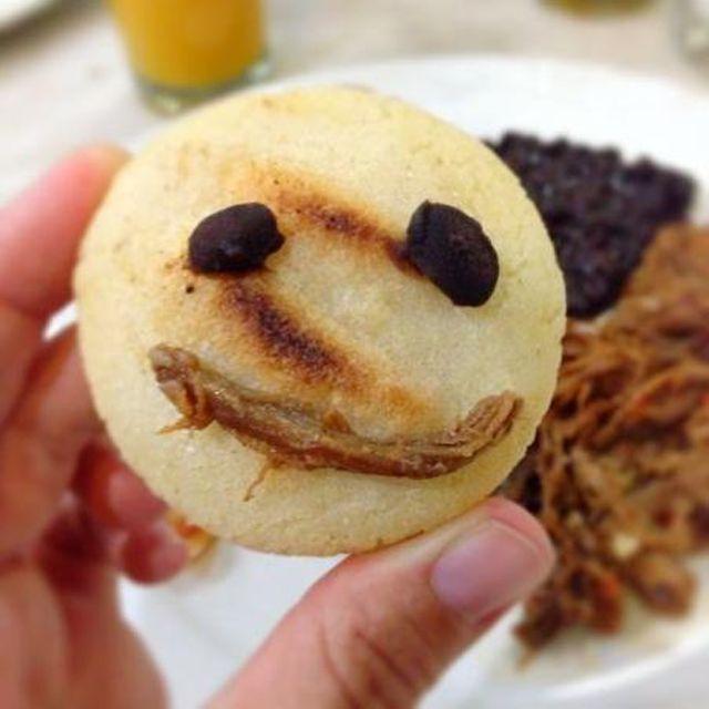 Un buen #desayuno venezolano SIEMPRE nos hace felices! ¡Feliz día #BlessLovers! #tienesqueprobarlo -- #catering #igersvenezuela #lobuenodevenezuela #venezuelaes #food #foodporn #instafood #yummy #instagood #cocinerosvenezolanos #foodgasm #forevergorditos #hechoenvenezuela #comidavenezolana #ccs #foodvenezuela #venezuela