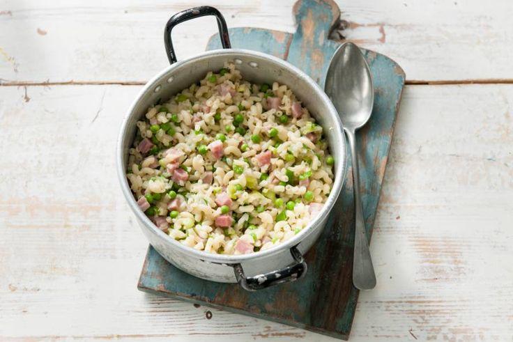Bloemkoolrijst? Ja, fijngesneden rauwe bloemkool die je kunt gebruiken als rijst of als extra groente. - Recept - Allerhande