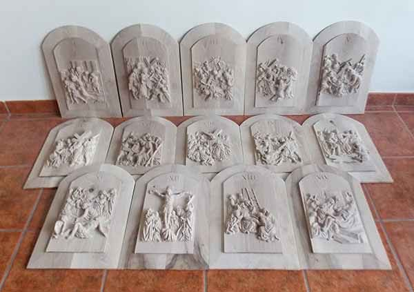 Tallas en madera de las 14 estaciones del  vía crucis