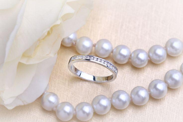 Verigheta cu Diamant/ Inel Eternity Dama Aur Alb 18kt cu 14 Diamante Rotund Briliant in Setare Canal Profil Bombat - RDW061W