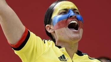 No sólo se trata de la falta de información sino también de la manera de cómo se cubre el Mundial femenino en Canadá, un torneo que queda relegado en la agenda noticiosa por la Copa América de Chile. ¿Se pueden comparar?