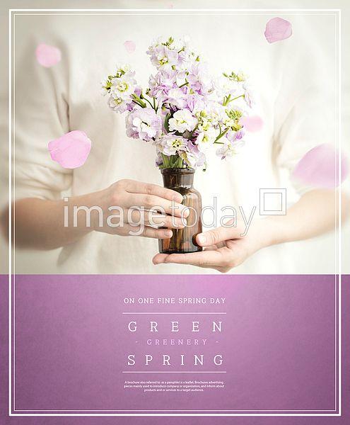 PSD 디자인소스 계절 봄 꽃 꽃병 사람 카피스페이스 합성이미지 design source season spring flower person copyspace image 보라색 purple 이미지투데이 통로이미지 #imagetoday #tongroimages