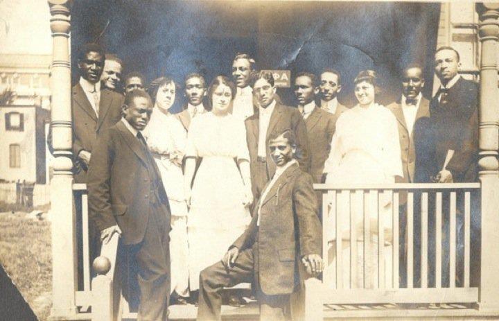 Alpha Phi Alpha men and Alpha Kappa Alpha women, Howard University, circa 1909.
