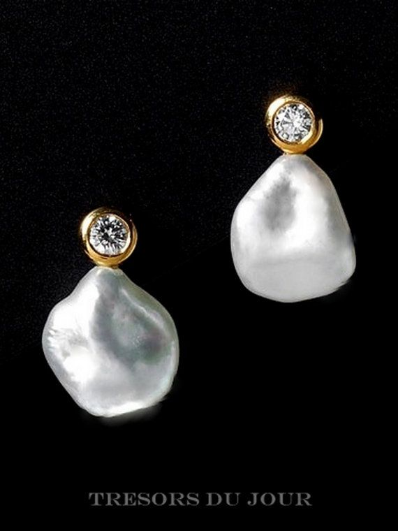 Unique Pearl Earrings Classic Contemporary Earrings with baroque pearls and conflict-free diamonds in 18kt gold by TresorsDuJour: