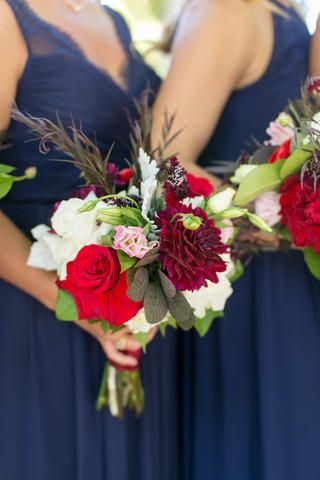 Love the colors! Beautiful flowers. Downtown Milwaukee weddings