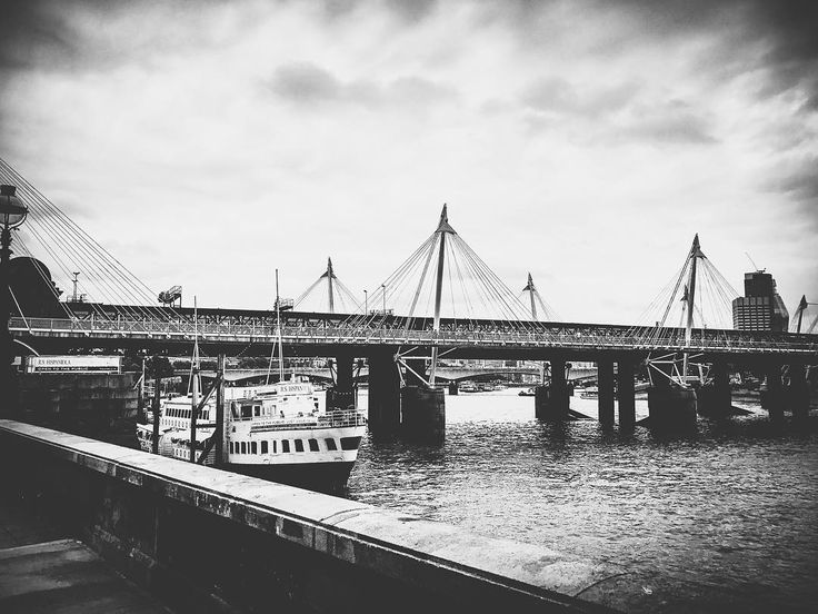 Mystery.  #ldn #london #londoner #londonlife #londongirl #londoncalling #londoncity #londonlove #londonstyle #london_only #londontown #instagood #instalondon #igers #igersuk #igerslondon #igersoftheday #architectureporn #building #riverthames #architecture #architecturelovers #urban #urbanlife #urbanstyle #urbanliving #urbanphotography #scenic #blackandwhite