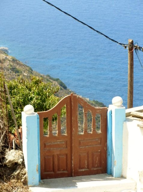 Cancello di Olympos. #karpathos #Olympos #Colors #Greece #windows #gate