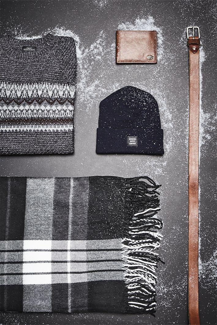 Warum schenkst du deinem Freund, Bruder oder besten Kumpel nicht mal ein cooles Outfit? Unser OTTO Pinterest-Team hat eine Idee: Norweger-Pullis liegen nicht nur voll im Trend, sondern sind an kalten Weihnachtstagen wunderbar warm. Dazu passen Beanie, Gürtel oder die Fossil-Geldbörse.